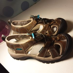 Womens size 6.5 Keen Venice Waterproof Sandals
